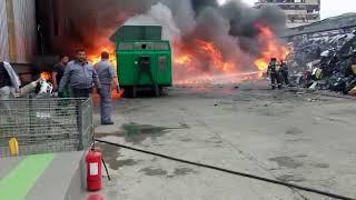 Incendiu violent depozit materiale plastice Bucov, Pleaşa