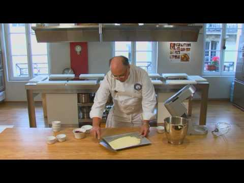 Biscuit roulé à la framboise par Pierre-Dominique Cécillon pour Larousse Cuisine