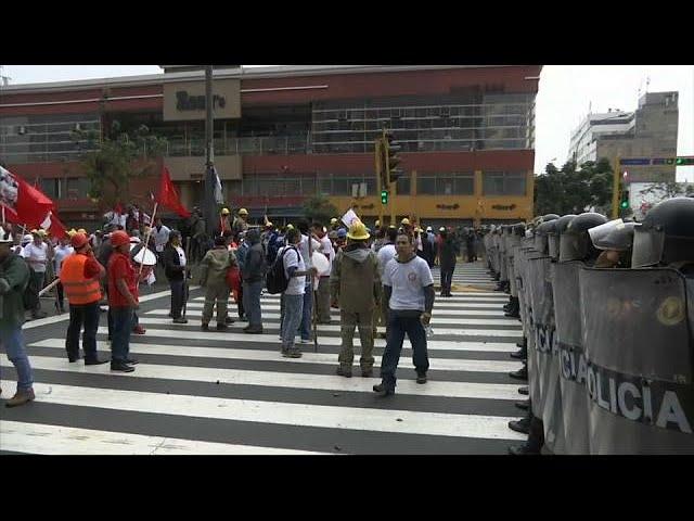 <h2><a href='https://webtv.eklogika.gr/sygkrousis-stis-diadilosis-metallorychon-sto-perou' target='_blank' title='Συγκρούσεις στις διαδηλώσεις μεταλλωρύχων στο Περού'>Συγκρούσεις στις διαδηλώσεις μεταλλωρύχων στο Περού</a></h2>