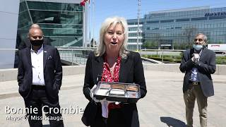 Mayor Bonnie Crombie, City of Mississauga at CIF 'Thank you meal' delivery at Peel Police HQ