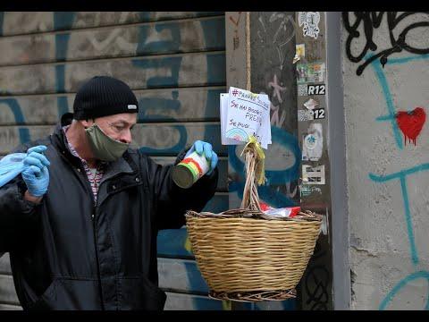 سلال مليئة بالطعام تتدلى من الشرفات للمساعدة في زمن كورونا  - نشر قبل 4 ساعة