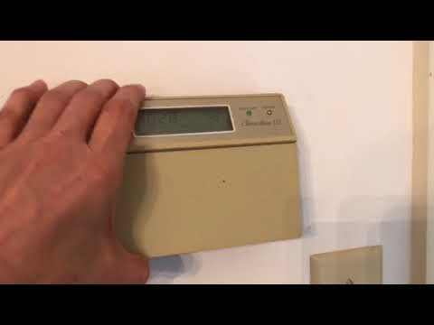 honeywell chronotherm iii thermostat how to change the batteries honeywell chronotherm iii replacing old programmable thermostat