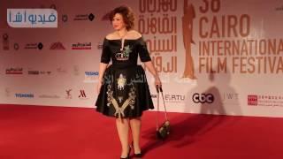 بالفيديو الهام شاهين تتالق باللون الاسود بمهرجان القاهرة السينمائي الدولي