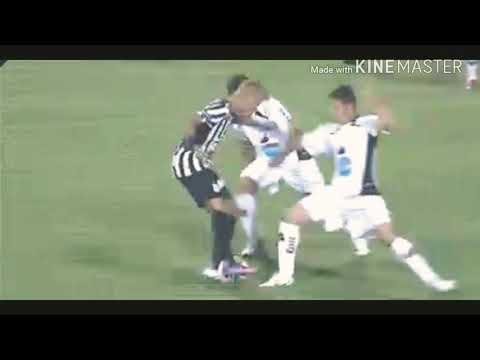 Neymar humilhando com a camisa do Santos marrenta