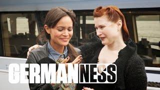 Erotische Hypnose mit Bizarrlady Undine || GERMAN-NESS in Hamburg (2/6)