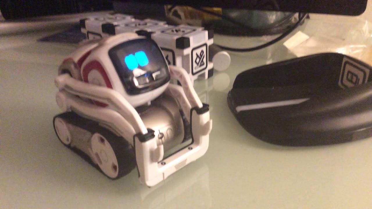 pr sentation de cozmo un petit robot intelligent youtube. Black Bedroom Furniture Sets. Home Design Ideas