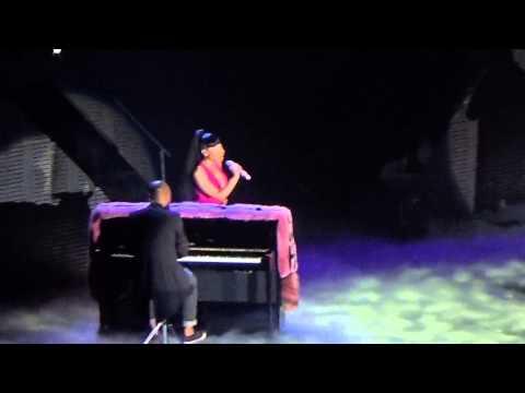 Nicki minaj - Grand piano MANCHESTER 04/04/2015 HD