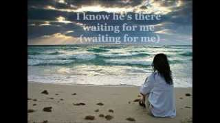 I know he's there waiting for me ♥ - La Diva lyrics