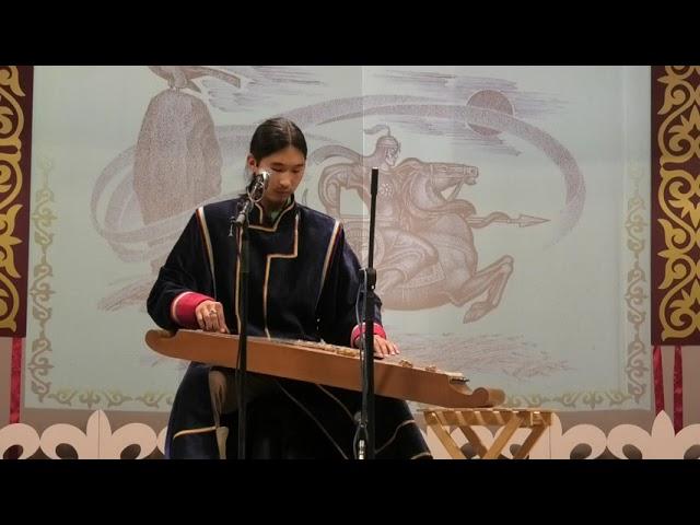 Салғын Камат Ах Хасха исполняет отрывок из сказания С.П. Кадышева Алтын Арығ. Чатхан, горловое пение