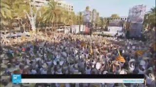 فيديو..مئات الآلاف بكتالونيا يطالبون بالاستقلال عن أسبانيا