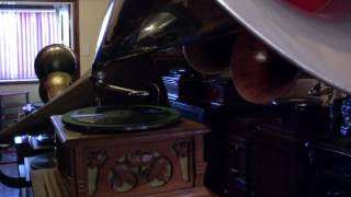 Zonophone puzzle record played on an early G&T Lux gramophone