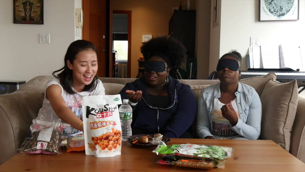People Try Chinese Snacks: Blindfold Taste Test by Snack Pack!