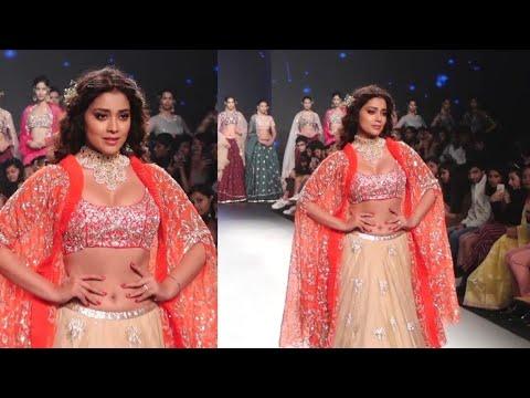 Shriya Saran LOOKS GORGEOUS on Ramp at Bombay Times Fashion Week Day 2