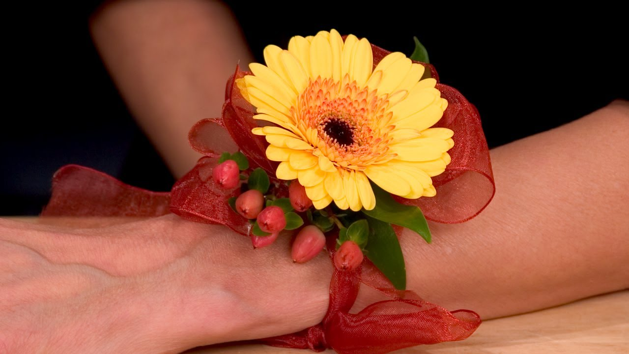 Gerbera Homecoming Dramatic Corsages And Boutonnieres Youtube