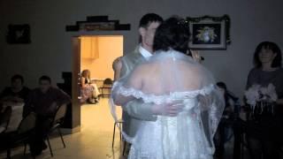 невеста читает стих мамам