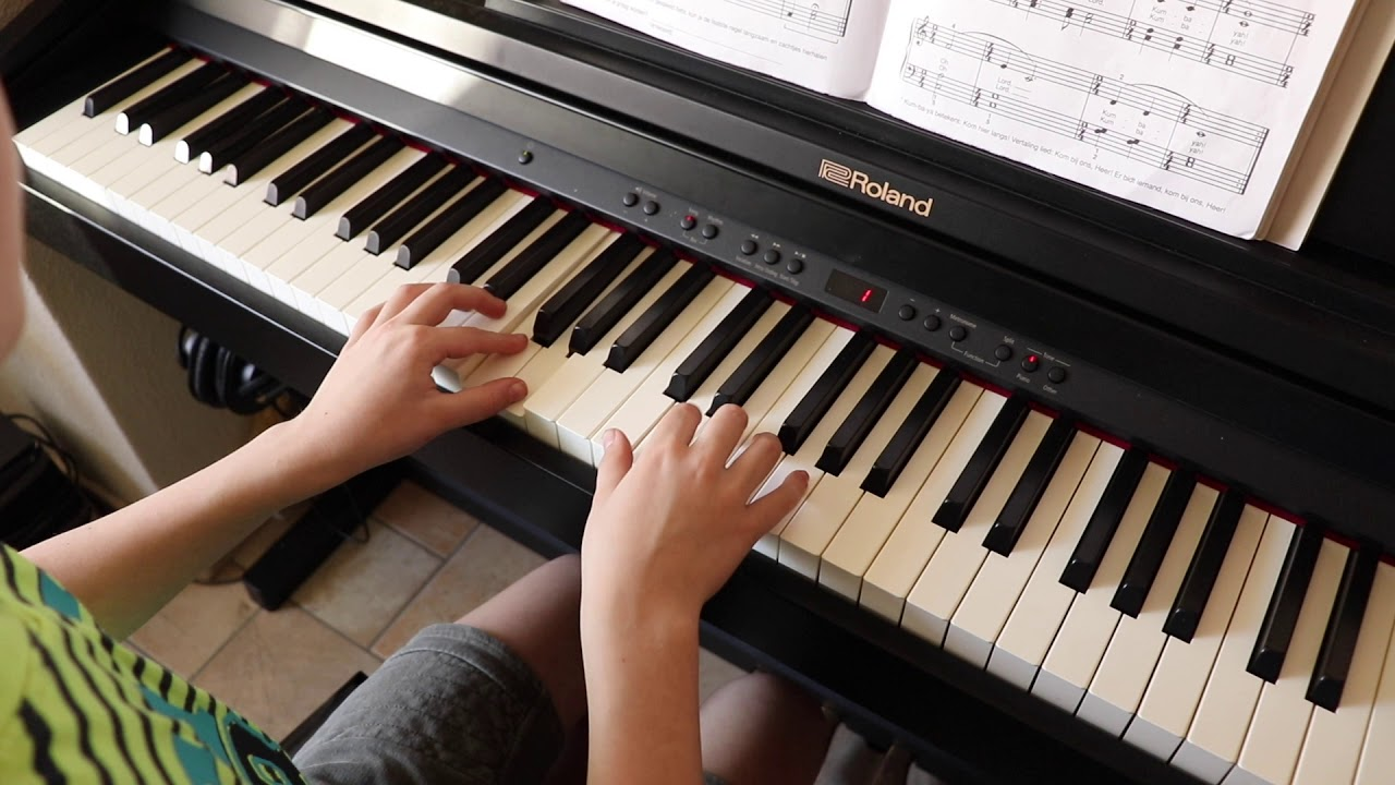 how to play never grow up on piano
