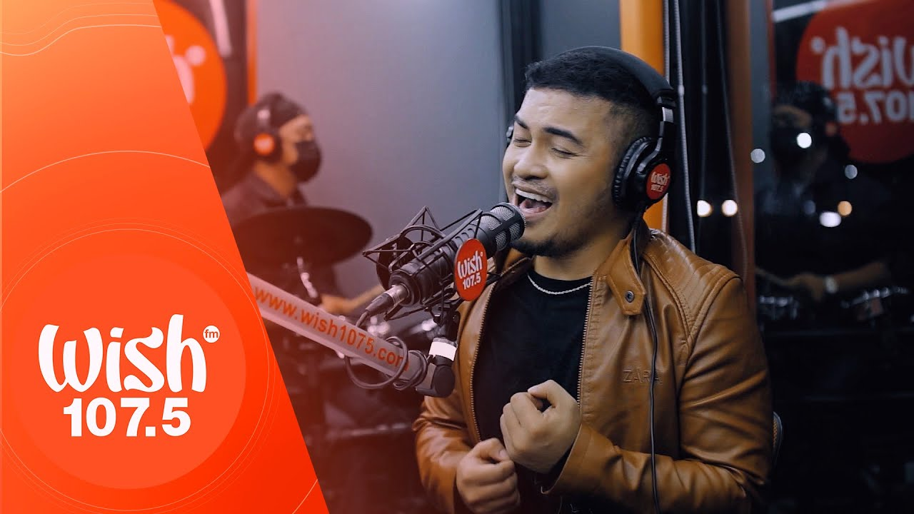 """Froilan Canlas performs """"STALKER"""" LIVE on Wish 107.5 Bus"""