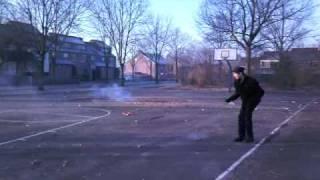 Thunder kings schieten op een man en een huis (vuurwerkteam Houten)