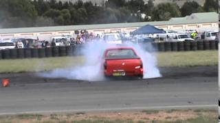 30 CA 17 KH HOLDEN VU V6 UTE BURNOUT AT BUNROUT WARRIORS 8 13 12 2014