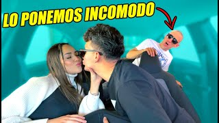 BROMA SIENDO CACHONDOS EN FRENTE DE MI AMIGO MIENTRAS MANEJO! *mira su reacción*