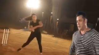 Salman Khan & girlfriend Katrina Kaif playing cricket  TOGETHER on Bharat movie set