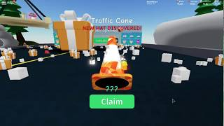 Mythical hat! Traffic cone in Construction! [Roblox]