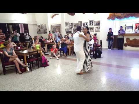 Baile de Changui en Guantanamo Casa de la Trova: Yaimara y Winter