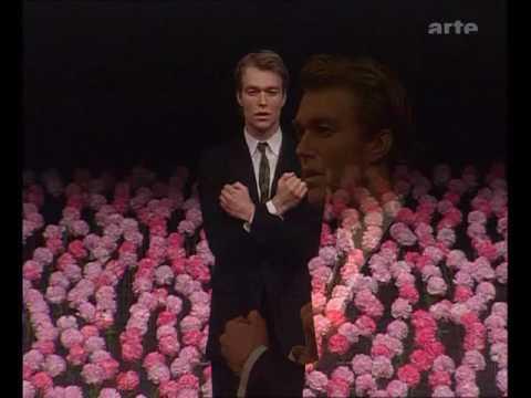Nelken, the man I love, Pina Bausch Wuppertaler Tanztheater, dancer Hans Beenhakker