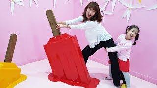 아이스크림을 뽑을수 있을까요?!! 서은이의 잭슨나인스 키즈카페 두더지 게임 방방 볼풀 Indoor Playground with Giant Ice Cream
