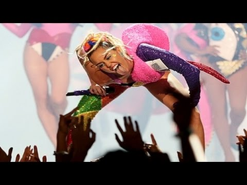 MTV VMAs 2015 - Miley Cyrus Performance at MTV Video Music Awards 2015 Was Fantastic