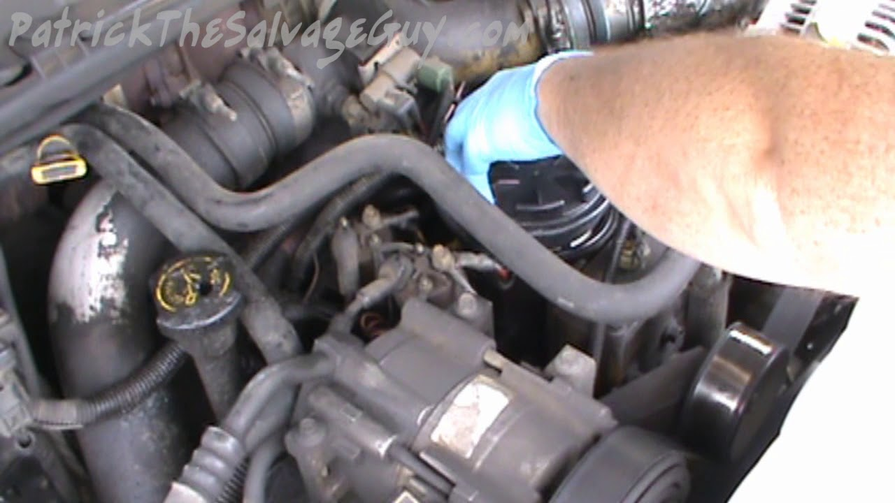 fuel filter change on 2000 ford f350 7 3l powerstroke diesel [ 1280 x 720 Pixel ]