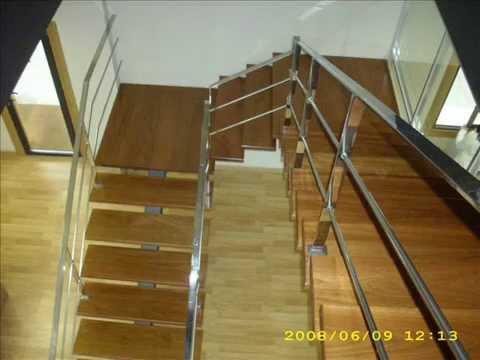Escalera con zanca central en acero combinada con pelda o for Escaleras 7 escalones