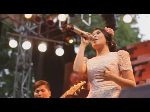 Call Me Maybe (Carly Rae Jepsen) cover by Radhini LIVE at IJF 2013