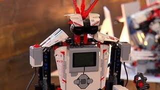 CNET News - Tech companies try to out-build, out-program each other with Legos