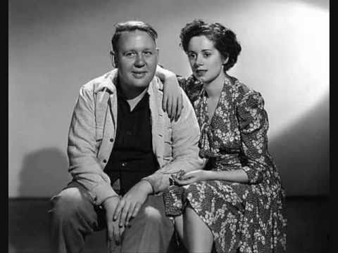 RARE: Charles Laughton and Elsa Lanchester Sing