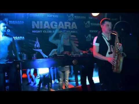 Niagara Club & Karaoke Hall - Saxophone party