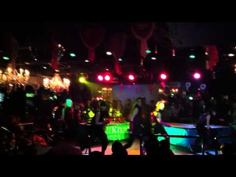 TUJ Girls get down at Club Vanity