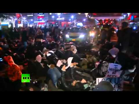 'We can't breathe': Anti-police brutality protesters stage die-ins & block traffic in NYC