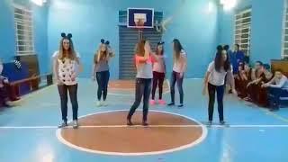 Легкий танец в школу
