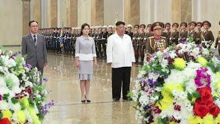 김정은, 김일성 생일에 금수산 참배…'측근 정치' 과시…