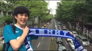 «Это стольный град» на улицах Токио / Japanese fan celebrates Zenit title right down in Japan