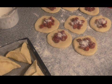 Пирожки с вишней в духовке. Рецепт бездрожжевого теста