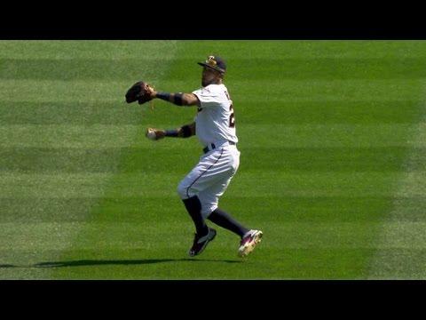 CWS@MIN: Rosario throws out Abreu at third base