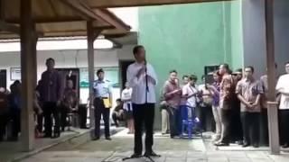 NGAKAK, Jokowi mencari teman mandinya di bengawan solo saat masi kecil