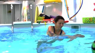 Как научить плавать малыша в бассейне 8 месяцев грудничок ныряет