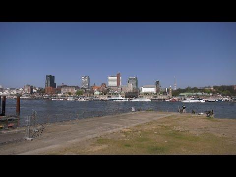 Hamburg, Germany: Steinwerder, Hafen (Harbor), St. Pauli Skyline - 4K UHD Video (2160p/60p)