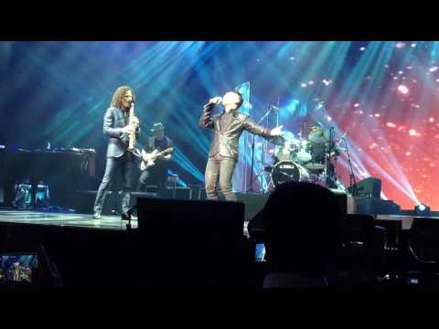 Kenny G And Journey's Arnel Pineda Live In Manila