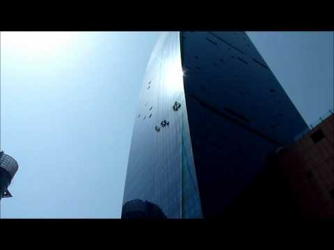 Shanghai -  Window Cleaner Men & Shining 3 Girls