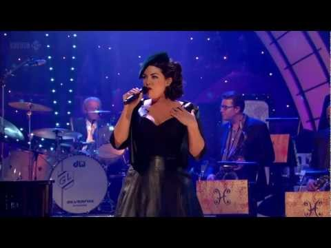Caro Emerald - A Night Like This (Jools Annual Hootenanny 2012)