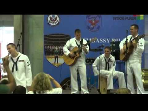 Knananuk Apa, Ama simu Atina ká la'e  ? banda U S  Navy 7th Fleet Rock. Travel Video